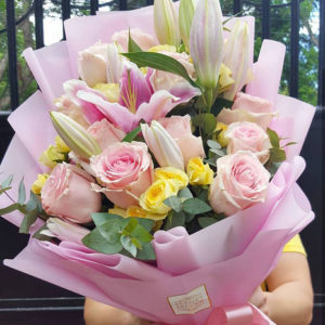 1-doz-Light-Pink-Roses-with-Lilies-Bouquet