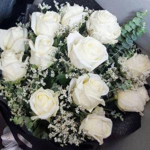 1-doz-White-Roses-Bouquet