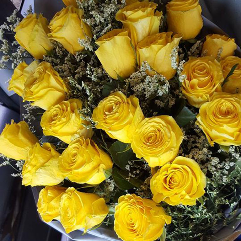 2-doz-Yellow-Roses-Bouquet