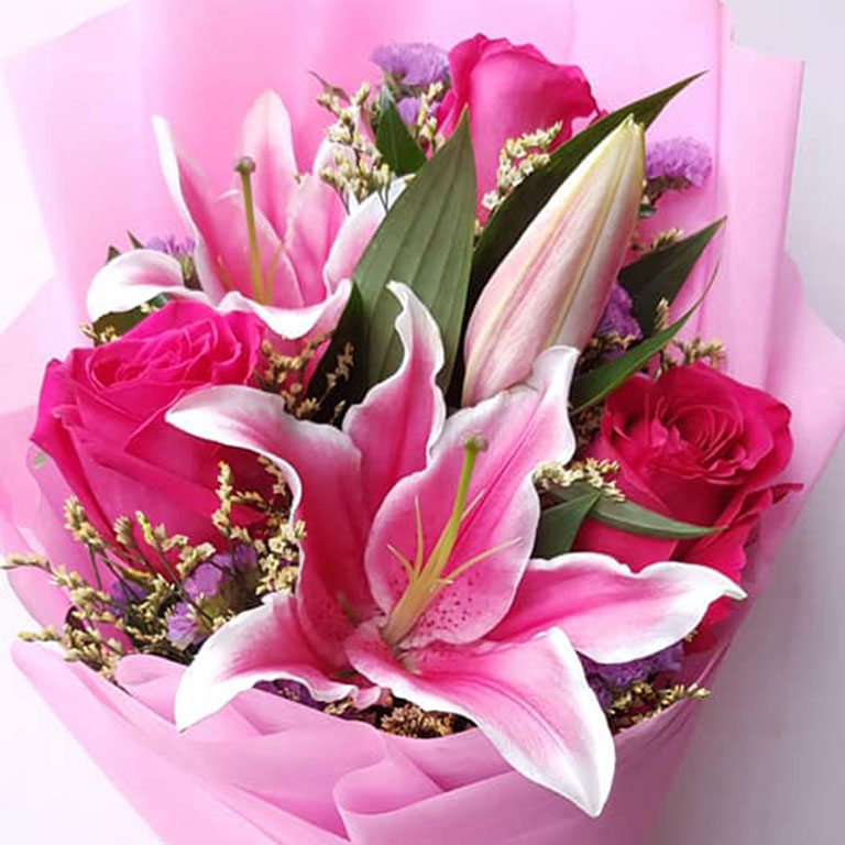 3-stems-Fuchsia-Roses-with-Lilies-Bouquet