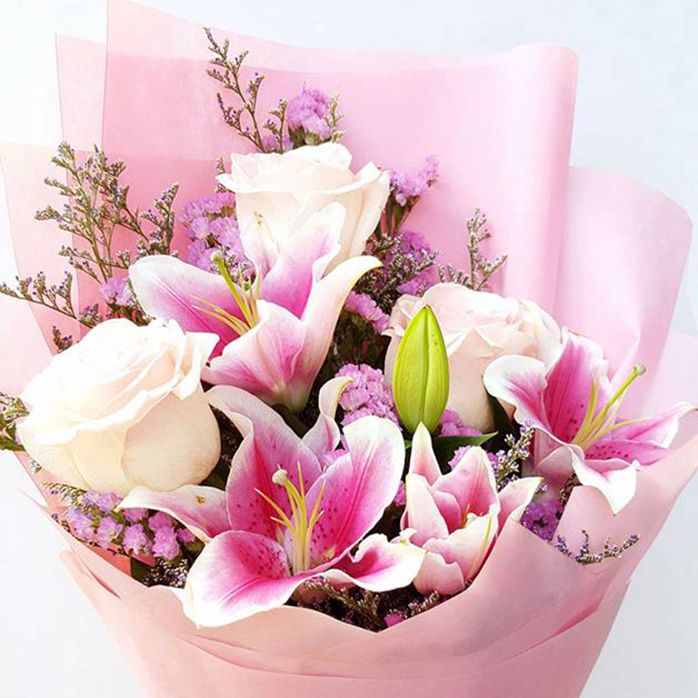 3-stems-Light-Pink-Roses-with-Lilies-Bouquet