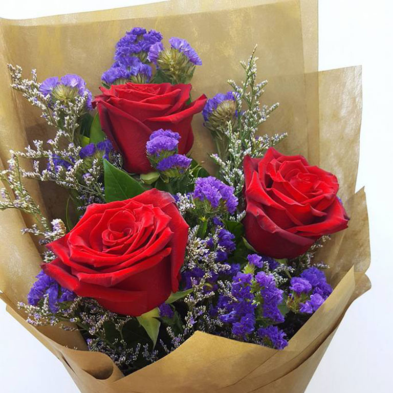 3-stems-Red-Roses-Bouquet