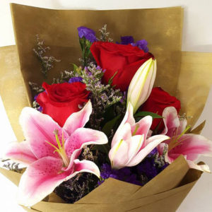3-stems-Red-Roses-with-Lilies-Bouquet