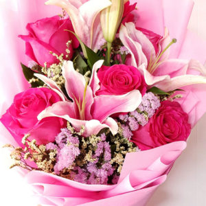 6-stem-Fuchsia-Ecuador-Roses-with-Lilies