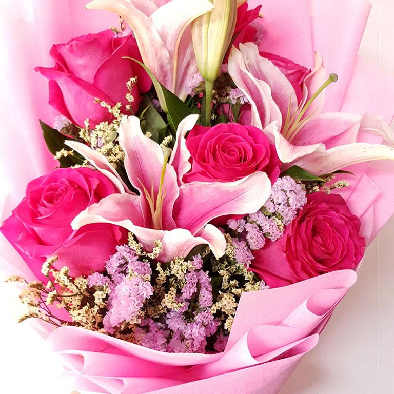 6-stem-Fuchsia-Ecuador-Roses-with-Lilies