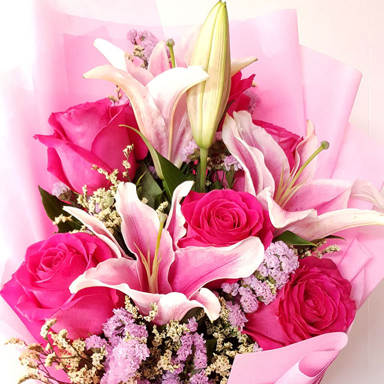 6-stems-Fuchsia-Roses-with-Lilies-Bouquet