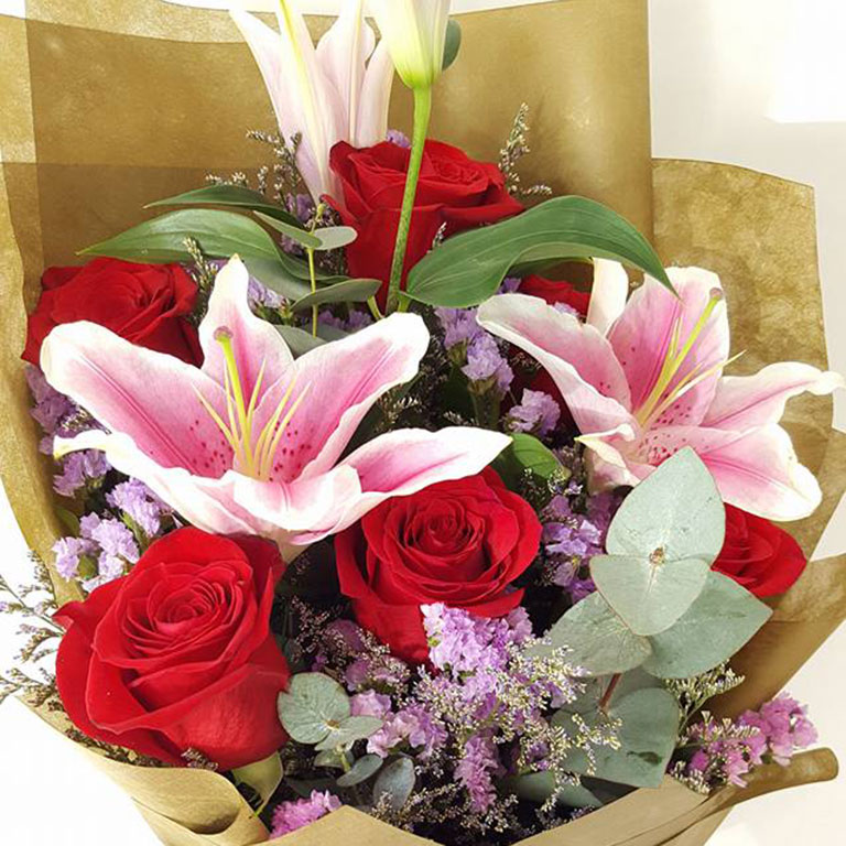 6-stems-Red-Roses-with-Lilies-Bouquet