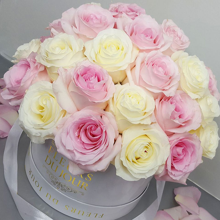 Large-Luxury-Box-with-Dome-Roses-Pink-&-Cream
