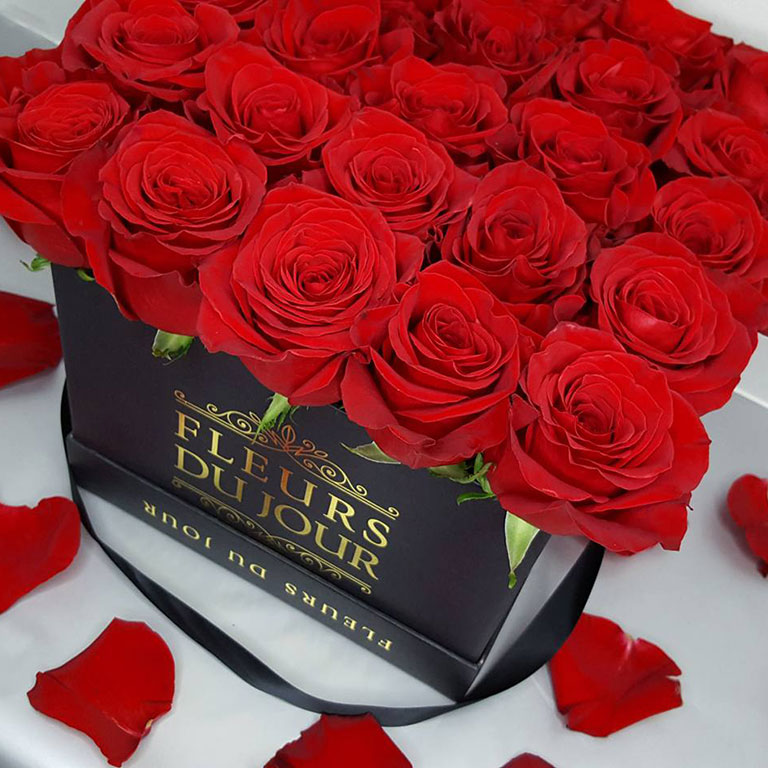 Large-Luxury-Box-with-Red-Roses-Black-Box