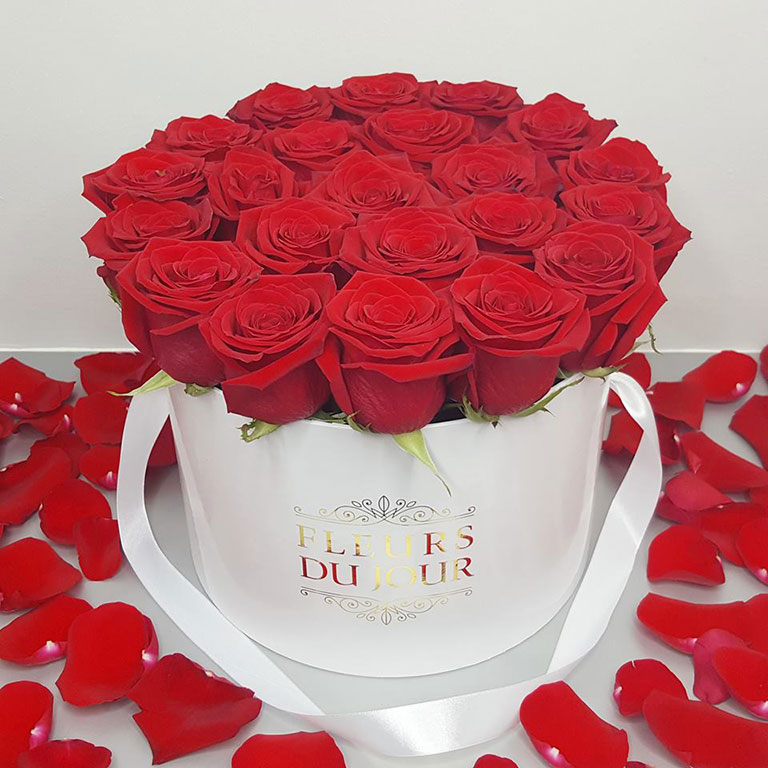 Large-Luxury-Box-with-Red-Roses-White-Box