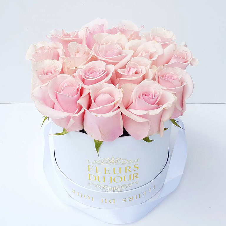 Medium-Luxury-Box-of-Light-Pink-Roses