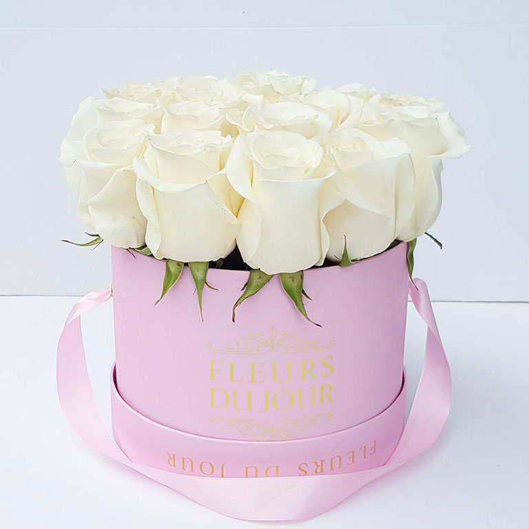 Medium-Luxury-Box-of-White-Roses