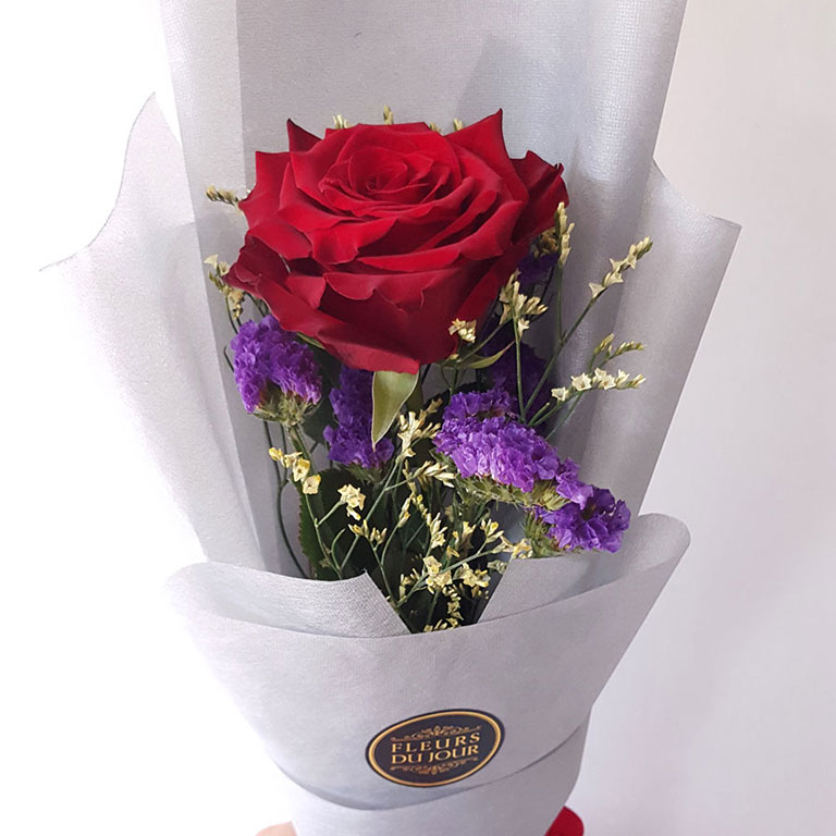 Single-Stem-Red-Rose-Bouquet