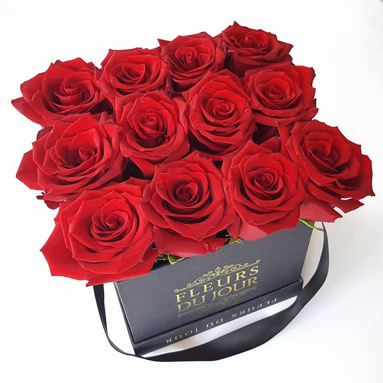 Small-Luxury-Box-with-12-stems-Red-Roses
