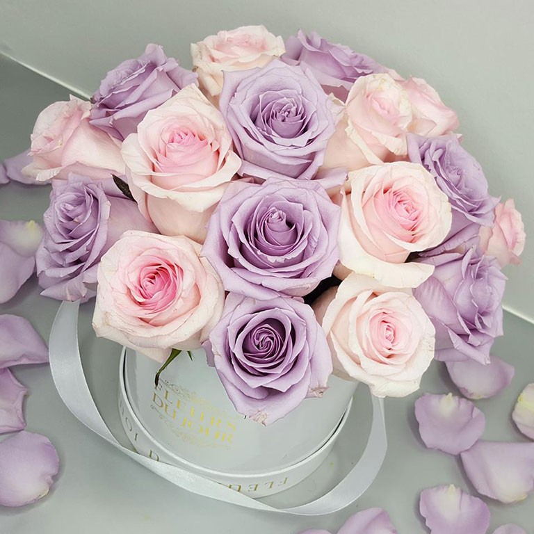 Small-Luxury-Box-with-Dome-Style-Roses