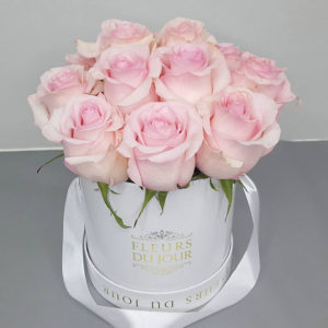 Small-Luxury-Box-with-Light-Pink-Roses