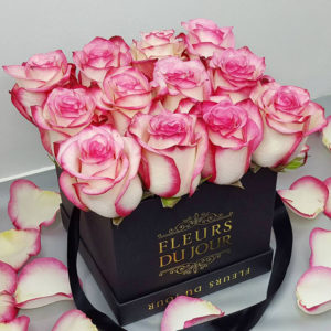 Small-Luxury-Box-with-Two-Toned-Roses